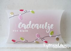 Handmade giftbox by DT member Marleen with Craftables Pillow box (CR1386), Giftwrapping Tags & Threads (KJ1716) and Clear stamps Kerstwensen (KJ1717) from Marianne Design