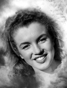 Marilyn Monroe (then Norma Jeane) photography by Andre de Dienes Young Marilyn Monroe, Norma Jean Marilyn Monroe, Marilyn Monroe Photos, Hollywood Stars, Old Hollywood, Beautiful Celebrities, Beautiful Actresses, Marilyn Monroe Birthday, Rare Images