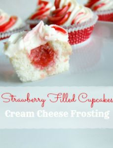 Strawberry Filled Cupcakes with Cream Cheese Frosting - Recipe Tutorial - A Helicopter Mom Cupcake Cream, Cupcakes With Cream Cheese Frosting, Cupcake Frosting, Cupcake Cakes, Cream Filled Cupcakes, Strawberry Cream Cheese Frosting, Cupcake Mix, Large Cupcake, Buttercream Frosting