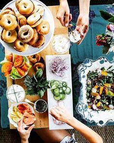 Čaša belog vina, lagan i ukusan obrok, umirujući džez... Baštin veganski burger u kombinaciji sa salatom od lubenice,lesnika i golice upotpuniće vaš današnji dan. #jazzbasta #food #afterwork #relax #goodwibes #goodwine#foodporn