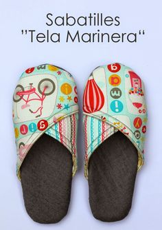 """""""TELA MARINERA"""", patchwork ...: Sabatilles """"Tela Marinera"""" Small Sewing Projects, Sewing Crafts, Sock Shoes, Baby Shoes, Slippers, Recycled Sweaters, Shoe Pattern, Fabric Shoes, Ciabatta"""