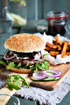 Homemade wild boar burger- Wild boar burger with cranberry compote and sweet potato fries. Wild Burger, Burger Co, Burger And Fries, Easy Homemade Burgers, Healthy Burger Recipes, Food Styling, Food Inspiration, Food Photography, Food And Drink