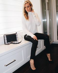 Looking for the best black skinny jeans? ✓ These 10 top-rated styles are the best black skinny jeans of the season. Work Fashion, I Love Fashion, Fashion Looks, Fashion Outfits, Fashion Tv, College Fashion, Mom Outfits, Curvy Fashion, Fall Outfits