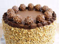 Tarta Ferrero Rocher ¡El postre de Navidad ideal!   #TartaDeNavidad #TartaFerreroRocher #TartaDeBombones #FerreroRocher #TartaDeChocoate #PostresDeChocolate #PostresDeNavidad #ReposteríaDeNavidad