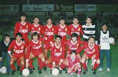 Deportes La Serena 1989.  PARADOS: GERMAN VERGARA, PATRICIO REYES, JUAN C. LETELIER, JUAN C. BARRAZA, LEONEL CONTRERAS, OSCAR WIRTH.  HINCADOS: ALBERTO VALENZUELA, NELSON ENRIQUEZ, HECTOR CABELLO, CLEVERT DA ROSA, CARLOS GUSTAVO DE LUCA.