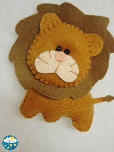 Felt Lion or use pattern for Paper Piecing/Punch Art Felt Animal Patterns, Stuffed Animal Patterns, Felt Diy, Felt Crafts, Felt Christmas Ornaments, Christmas Crafts, Felt Quiet Books, Felt Decorations, Felt Fabric