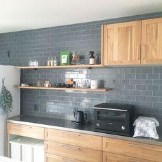 Kitchen Tiles, Kitchen Dining, Kitchen Decor, Kitchen Cabinets, Interior Design Kitchen, Modern Interior Design, Küchen Design, House Design, Kitchen Organisation