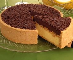 Chocolate and passion fruit tart! Just Desserts, Delicious Desserts, Yummy Food, Sweet Recipes, Cake Recipes, Dessert Recipes, Sweet Pie, Food Cakes, Sweet Cakes