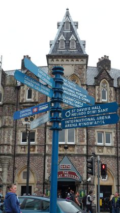 Welsh street signs, Cardiff, Wales, May 2014