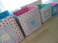 Fabric bins are so versatile and can be used for storing all sorts of different things. These patchwork fabric bins are made using heavyweight stabilizer w Fabric Storage Boxes, Craft Room Storage, Storage Cubes, Sewing Tutorials, Sewing Crafts, Sewing Projects, Fabric Patterns, Sewing Patterns, Patchwork Patterns