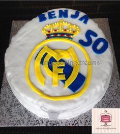 Tarta Fondant Real Madrid con copa 10ª Champions. Bizcocho con frosting de Cookie Dough.