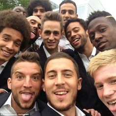 Plenty of the Belgium squad, including Eden Hazard and Adnan Januzaj pose for a selfie Eden Hazard, Marco Van Basten, Belgium National Football Team, National Football Teams, Football Boys, World Football, Football Stuff, Chelsea Fc, Real Madrid