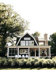 ✔ 51 attractive modern farmhouse home exterior design ideas 22 Style At Home, Future House, Design Exterior, Cafe Exterior, Colonial Exterior, Bungalow Exterior, Stucco Exterior, Exterior Colors, Modern Farmhouse Decor