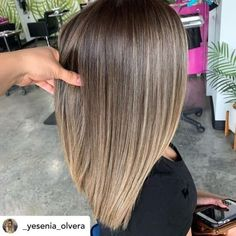 Beautiful brown to blonde color melt. You've heard of ombré and balayage, but what about color melting? Learn everything you need to know about the trendy new color melt hair color technique. Brown To Blonde Balayage, Sombre Hair, Medium Blonde Hair, Brown Blonde Hair, Balayage Brunette, Blonde Color, Brunette Hair, Blonde Honey, Long Brunette