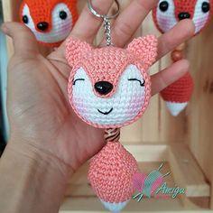 How to crochet fox keychain amigurumi - Amigu World Crochet Bunny, Cute Crochet, Crochet Animals, Crochet Patterns Amigurumi, Amigurumi Doll, Crochet Dolls, Crochet Keychain, Single Crochet Stitch, Crochet Projects