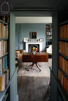 Home Design Drawing Gorgeous drop-leaf table in a room painted the most delicious historic blue. I could will retire to this. Style At Home, Decoration Bedroom, Drop Leaf Table, Living Spaces, Living Room, Old Farm Houses, Home And Deco, Blue Walls, White Walls