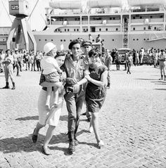 Portuguese soldier returning home - African Colonial War 1961 / 1974