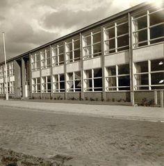 Apeldoorn - Christelijke U.T.S. → Hier later de H.T.S. Autotechniek, dependance van de aan de Loolaan gevestigde opleiding. Later was hier een fitnesscentrum gevestigd. Foto in noordelijke richting genomen. - Europeana