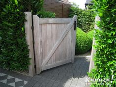 Tuinpoort teak limburg Garden Gates And Fencing, Garden Doors, Back Gardens, Outdoor Gardens, Love Garden, Home And Garden, Wooden Fence Gate, Modern Landscaping, Garden Inspiration