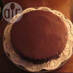 Omas Sachertorte / Diese feine Schokoladentorte schmeckt am besten, wenn sie einige Tage vor Verzehr gebacken wurde und gut durchgezogen ist. Mit Schlagsahne servieren.@ de.allrecipes.com