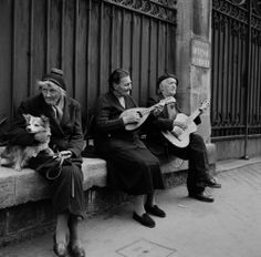 Paris, 1955 Street Musicians Photo:Bill Perlmutter