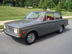 Volvo 142 1969 Wilbur! Only Wilbur was hunter green.