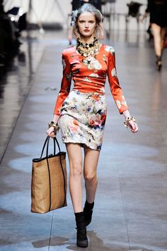 See the complete Dolce & Gabbana Spring 2010 Ready-to-Wear collection.