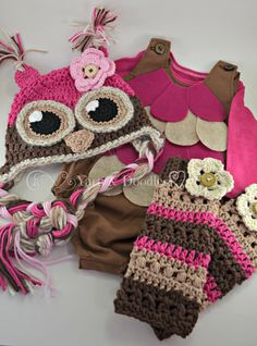 This is a perfect owl set for use as a Halloween costume or photo prop! Costume includes:  *Crocheted Owl Hat  *Crocheted Leg warmers  *Handsewn