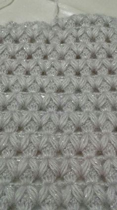 Learn how to create the Crochet Bead Stitch. The bead stitch is similar to a puff stitch but it is worked around a double crochet next to it instead. Learn to crochet beads stitch wh pretty and super stretchy crochet ribbing. I pinimg com Baby Knitting Patterns, Crochet Stitches Patterns, Knitting Stitches, Knitting Designs, Hand Knitting, Stitch Patterns, Gilet Crochet, Crochet Motif, Crochet Doilies