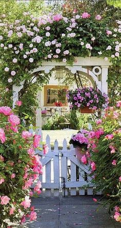 Amazing 30+ Beautiful Floral Garden Ideas https://pinarchitecture.com/30-beautiful-floral-garden-ideas/