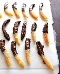 Naranjas confitadas cubiertas de chocolate Dried Fruit, Pickles, Quinoa, Sausage, Chocolate, Meat, Cooking, Christmas, Food