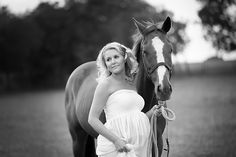 Maternity Photo Session with horse on a ranch in Prosper TX I Suzanne Palasek Photography