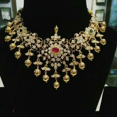 Pachi Floral Necklace with Gold Balls - Jewellery Designs Indian Wedding Jewelry, Indian Jewelry, Bridal Jewelry, Gold Jewellery Design, Gold Jewelry, Jewelery, Diamond Jewellery, Jewelry Model, Jewelry Patterns