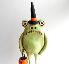 Green Halloween Frog clay Folk Art Sculpture by indigotwin Whimsical Halloween, Whimsical Art, Halloween Diy, Frog Crafts, Frog Art, Cute Frogs, Frog And Toad, Paper Clay, Clay Projects