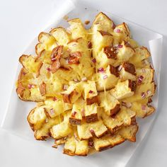 Hawaiian Cheese Bread Recipe from Taste of Home -- shared by Amy McIlvain of Wilmington, Delaware. Top with our flavored cheese curds. Bread Recipes, Cooking Recipes, Recipes With Hawaiian Bread, Hawaiian Dishes, Cooking Tips, Hawaian Party, Hawiian Party Food, Good Food, Yummy Food