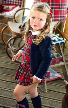 Vestido xadrez com casaquinho.