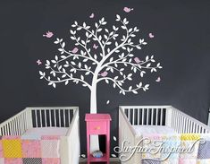 Été ondulés grand arbre sticker mural avec des feuilles, des oiseaux et des papillons. Obtenez des couleurs personnalisées gratuitement! Si vous voulez voir comment ce décalque de mur va ressembler sur votre mur, s'il vous plaît nous contacter pour obtenir un aperçu personnalisé
