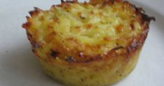 Hittade på eget recept på potatisbakelserna till fläskfilén som vi åt igår kväll. Zeina, Swedish Recipes, Recipe For Mom, Food For A Crowd, Cakes And More, Potato Recipes, I Foods, Food Inspiration, Macaroni And Cheese