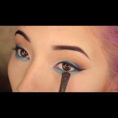 #miniTutorial Blue #makeup for summer !  #maquillaje azul para verano  #slave2beauty #makeupslaves #melformakeup #makeupclipz Web Instagram User » Collecto