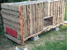 Pallet Chicken Coop | Thehomesteadingboards.com I am loving the drawer for the hens to lay eggs in! Makes it so much easier! Of course hens have a happy little happy of laying eggs everywhere else... but this is a cool idea!