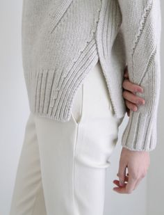 Discover thousands of images about beautiful knitting — forlikeminded: Olympia Le Tan - Paris Fashion. Knitting Stitches, Hand Knitting, Knitting Patterns, Knitwear Fashion, Knit Fashion, How To Purl Knit, Cardigans For Women, Lana, Knit Crochet