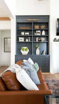 Include passion to your living room with a fresh paint color. Surf our living room paint colors inspiration gallery to discover living room suggestions and also paint colors. Living Room Built Ins, Simple Living Room, My Living Room, Living Room Furniture, Living Room Decor, Small Living, Dark Furniture, Living Room Built In Cabinets, Painted Furniture