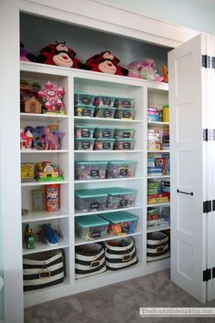 Love these toy storage & organization ideas for the kids bedrooms and play area. - Organised Pretty Home bins baskets bedroom toddler playroom small spaces labels cheap Toddler Playroom, Small Playroom, Play Room Kids, Kids Bedroom Ideas For Girls Toddler, Toddler Play Area, Children Playroom, Girls Fun, Art Children, Child Room