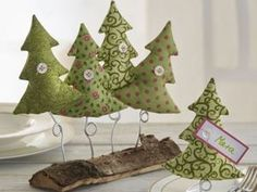 Ideas for Unusual Christmas trees for Home Decoration Unusual Christmas Trees, Diy Felt Christmas Tree, Fabric Christmas Trees, Alternative Christmas Tree, Christmas Sewing, Christmas Makes, Rustic Christmas, Christmas Holidays, Christmas Decorations