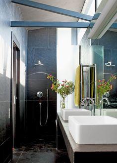Une petite salle de bain conçue en longueurhttp://www.marieclairemaison.com/,une-petite-salle-de-bain-concue-en-longueur,516554.asp Pour notre chambre