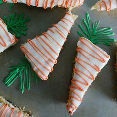 Receita com instruções em vídeo: Bolo de cenourinhas: lindo e saboroso!  Ingredientes: 2 ovos, 1 xícara de açúcar, 3/4 de xícara de óleo, 1/2 xícara de cenouras raladas, 2 xícaras de farinha de ...