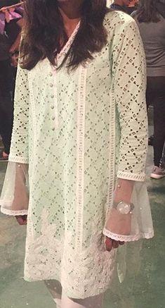 Simple white Pakistani Formal Dresses, Pakistani Wedding Outfits, Pakistani Dress Design, Stylish Dresses, Women's Fashion Dresses, Casual Dresses, Sleeves Designs For Dresses, Dress Neck Designs, Kurta Designs