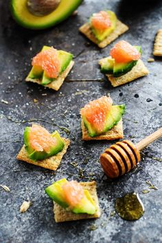 Avocado & Grapefruit TRISCUIT - Drizzed with honey, these cracker bites make a perfect party appetizer  platingsandpairings.com