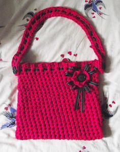 Crochet bag made using Hoooked Zpagetti yarn.