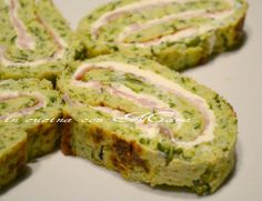 Il rotolo di zucchine farcito è una ricetta per trasformare la solita ricetta della frittata di zucchine in un gustoso e sfizioso secondo o antipasto. Antipasto, Omelette, Party Entrees, Quiche, International Recipes, I Foods, Italian Recipes, Food Inspiration, Love Food